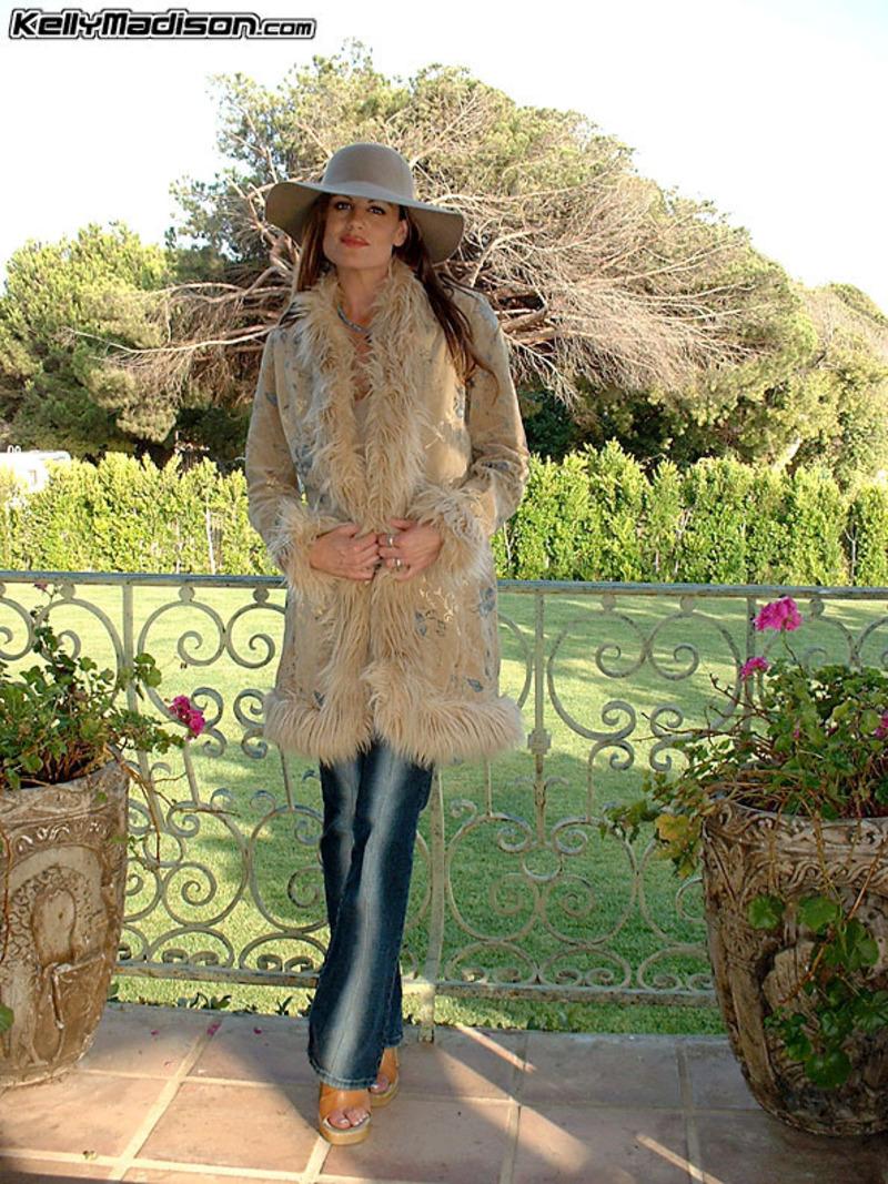PHOTO | 00 38 - Kelly Fur Coat