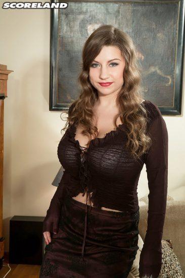 PHOTO | 00 48 366x549 - Curvy Samantha Lily In High Heels