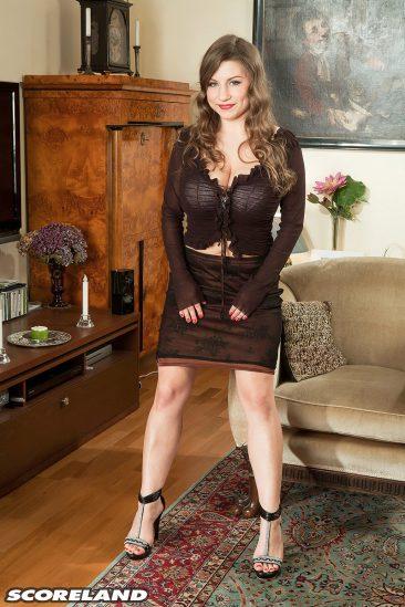 PHOTO | 01 36 366x549 - Curvy Samantha Lily In High Heels