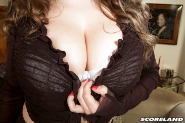 PHOTO | 05 36 366x244 - Curvy Samantha Lily In High Heels