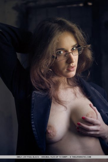 PHOTO | 14 36 366x549 - Horny Natural Babe in Glasses