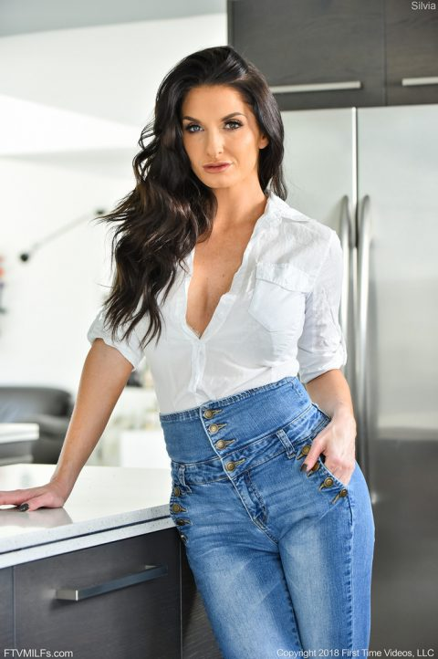 PHOTO | 00 178 480x722 - Silvia The Sexy Jeans