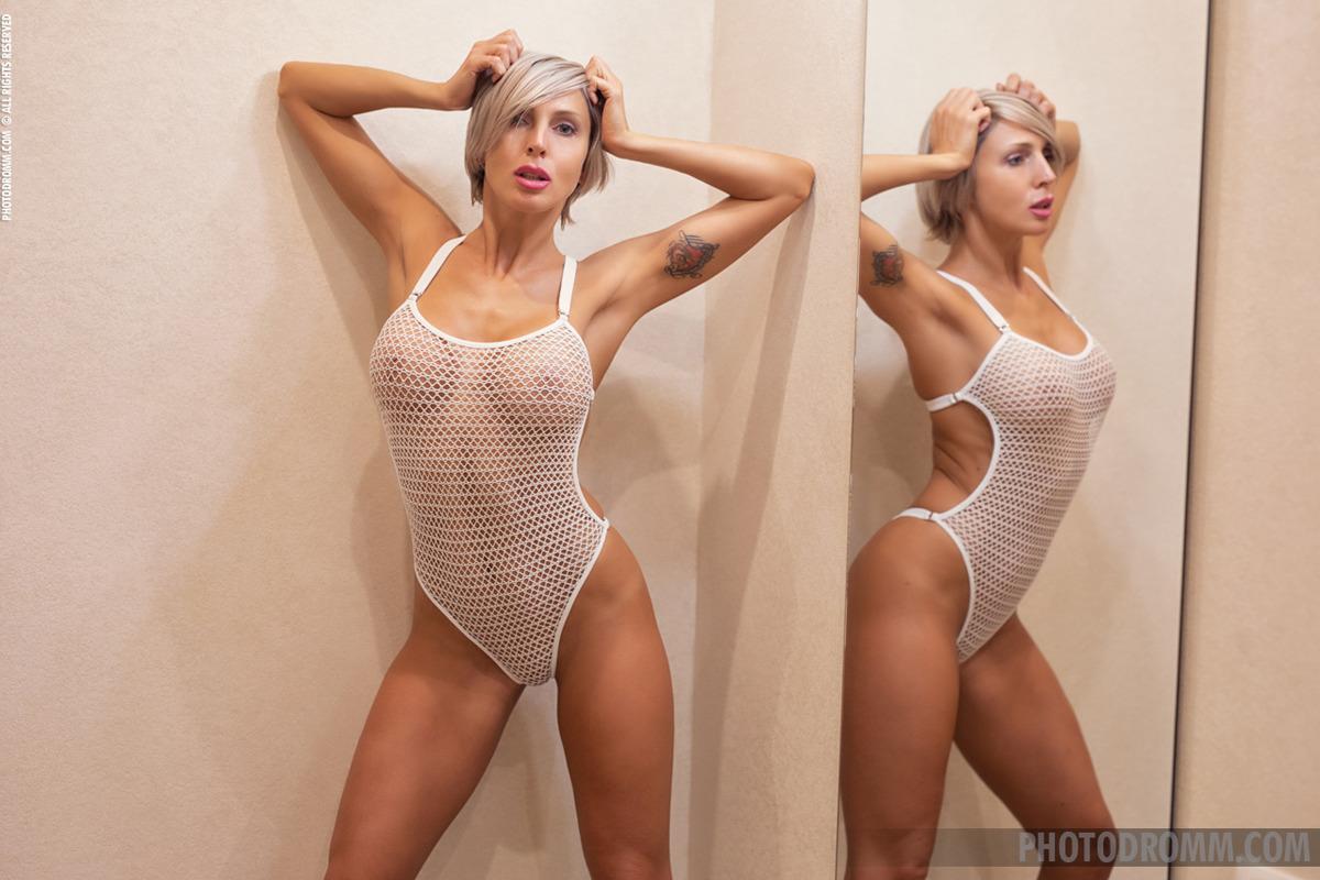PHOTO | 00 443 - Busty Tatiana Dream in the Mirror