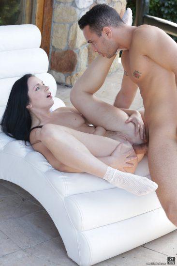 PHOTO   06 311 366x549 - Kittina Ivory Making Her Gape Open
