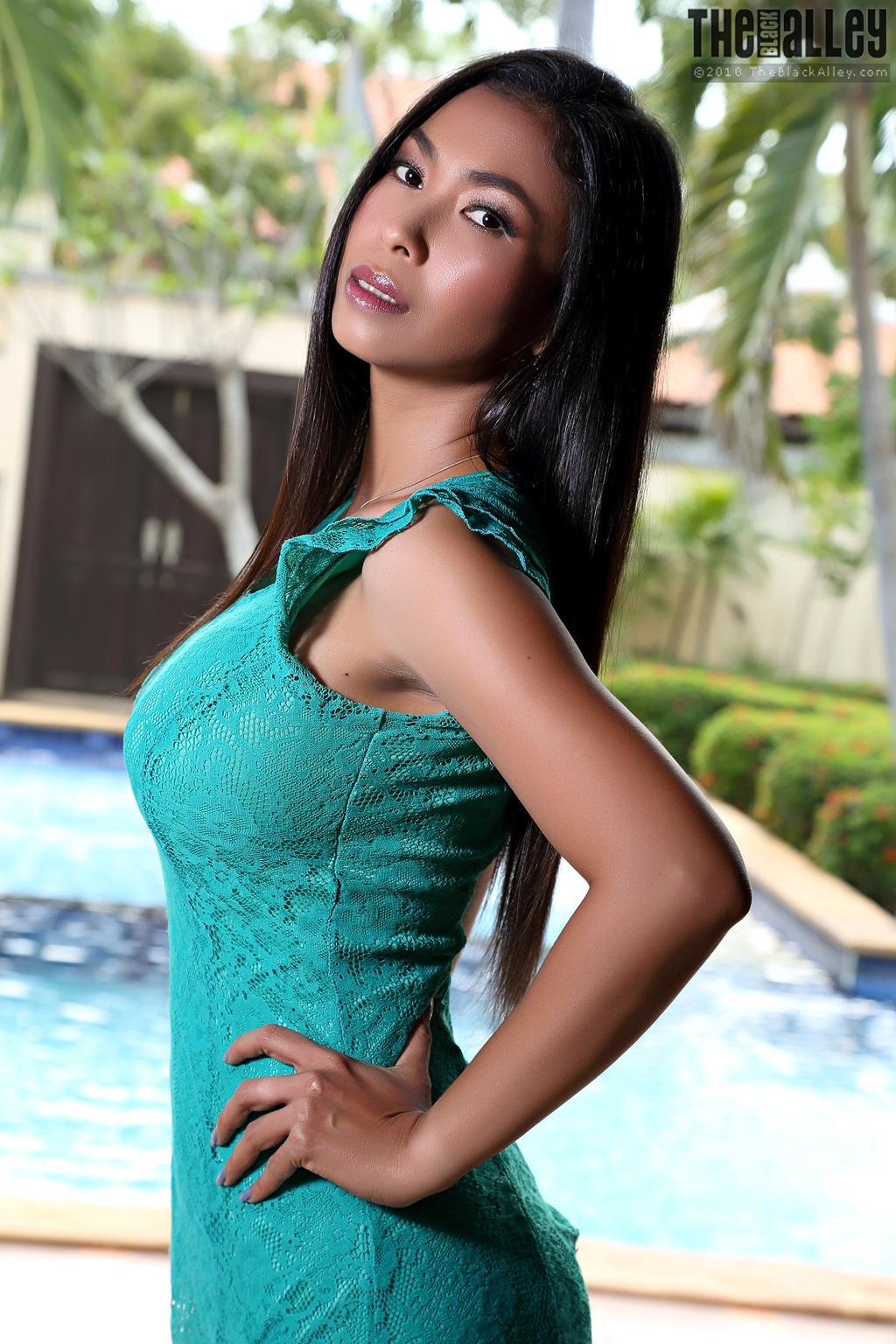 PHOTO | Calisia 00 - Busty Asian Babe Calisia