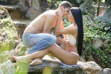 PHOTO | Sex in the garden 01 366x244 - Sex In The Garden