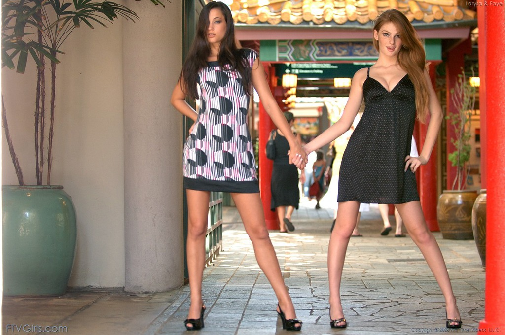 PHOTO | 00 114 - Young And Dirty Lesbians In Public