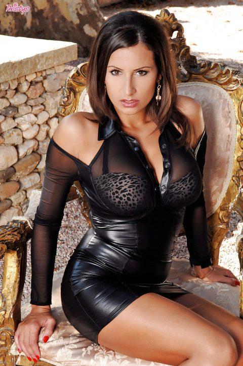 PHOTO | 00 134 480x723 - Busty Jane Undressing