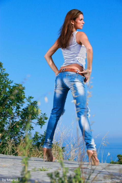 PHOTO   00 135 480x720 - Denise Poses in Sexy Ripped Jeans