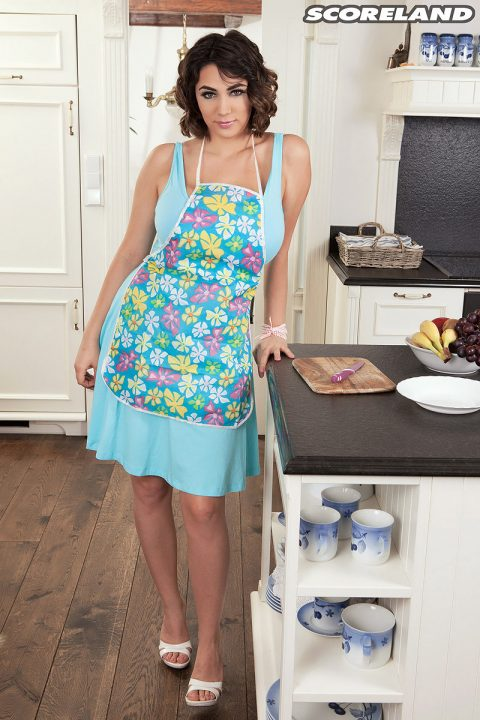 PHOTO | 00 196 480x720 - Alexya Is A Kitchen Fairy