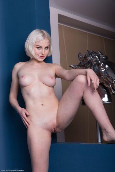 PHOTO   06 59 366x549 - Blonde Busty Natalie