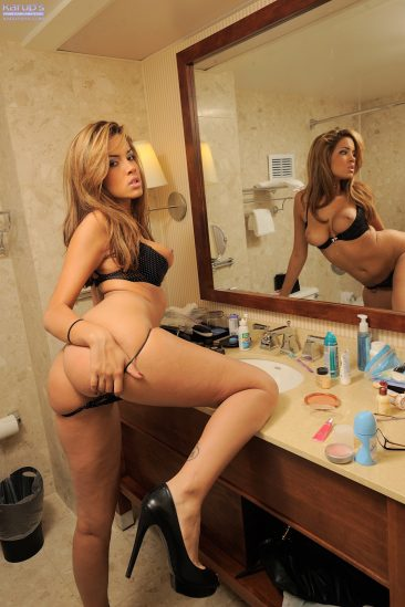 PHOTO   09 184 366x549 - Exotic Babe Isis Taylor Juicy Booty