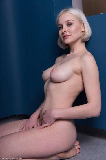 PHOTO   13 59 366x549 - Blonde Busty Natalie