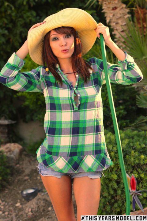 PHOTO | Ashley Doll 00 480x720 - Ashley Doll In Garden Doll