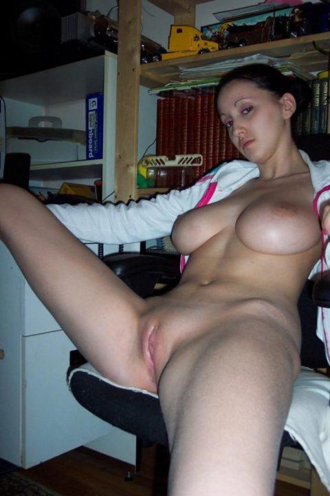 PHOTO | 00 124 480x720 - Cute and Busty Amateur Lesbians
