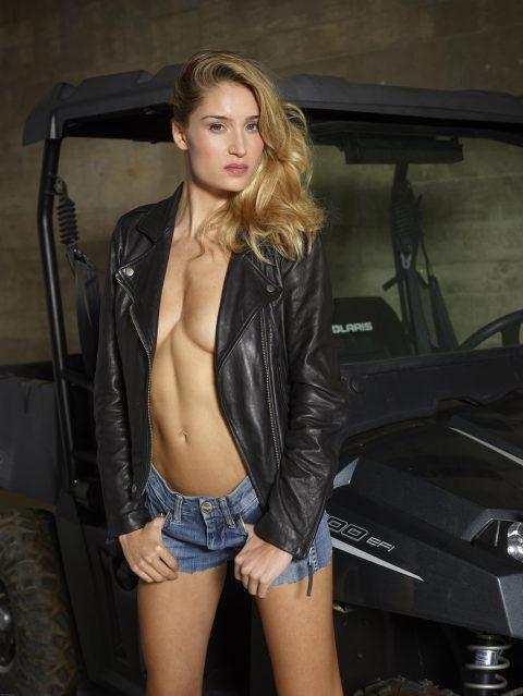PHOTO | 00 255 480x639 - Gorgeous Cowgirl Rosie Oiled Body