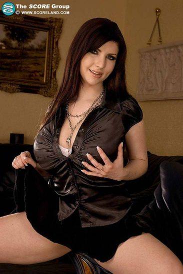 PHOTO | 00 93 366x549 - Karina Hart black