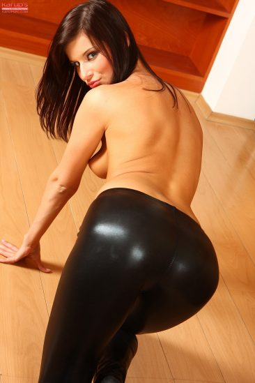 PHOTO | 05 5 366x549 - Hot Brunette Megan Fucking Herself