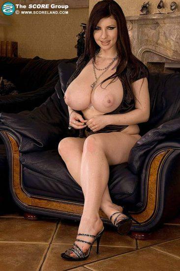 PHOTO | 08 75 366x549 - Karina Hart black