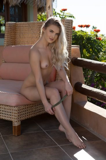 PHOTO   12 61 366x549 - Barefoot Babes Vol 3