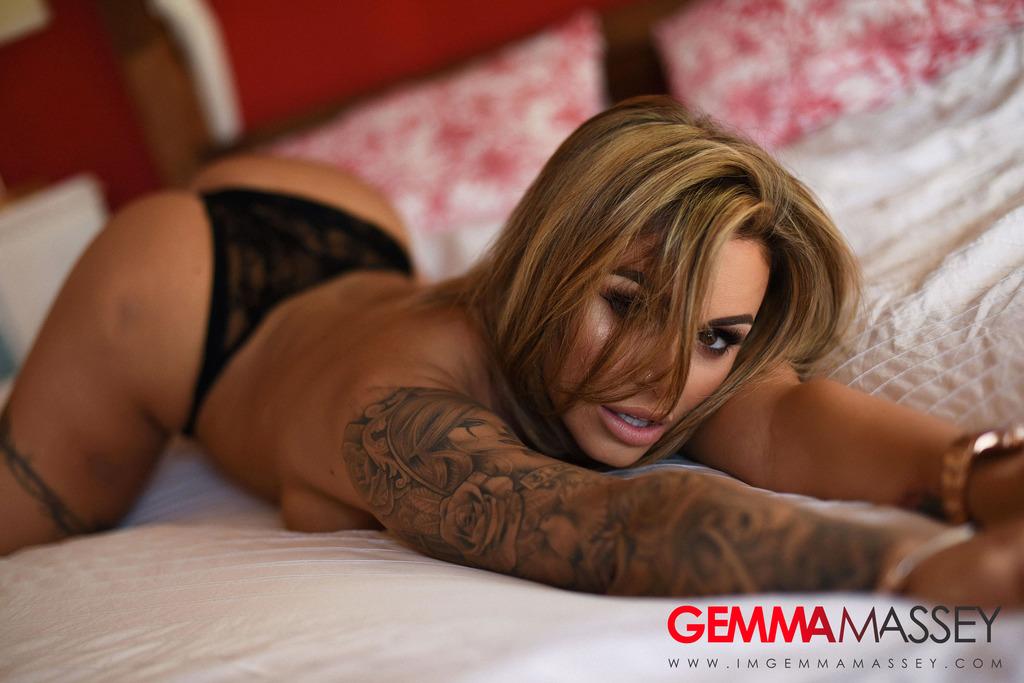 PHOTO   Gemma Massey 00 - Gemma Massey In Nude On The Bed
