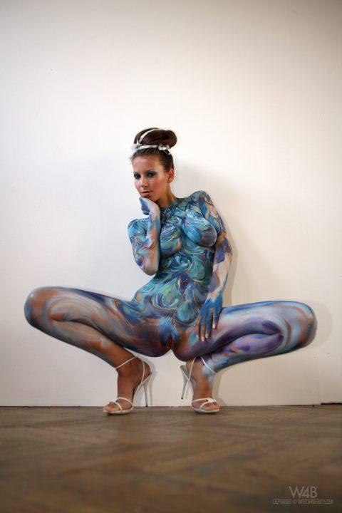 PHOTO   00 128 480x720 - Busty Lizzie Ryan in Body Paint