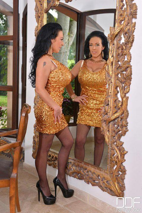 PHOTO | 00 213 480x719 - Delzangel Fake Tits