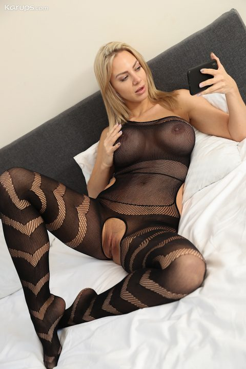PHOTO | 00 225 480x720 - Nathaly Cherie in Body Stocking