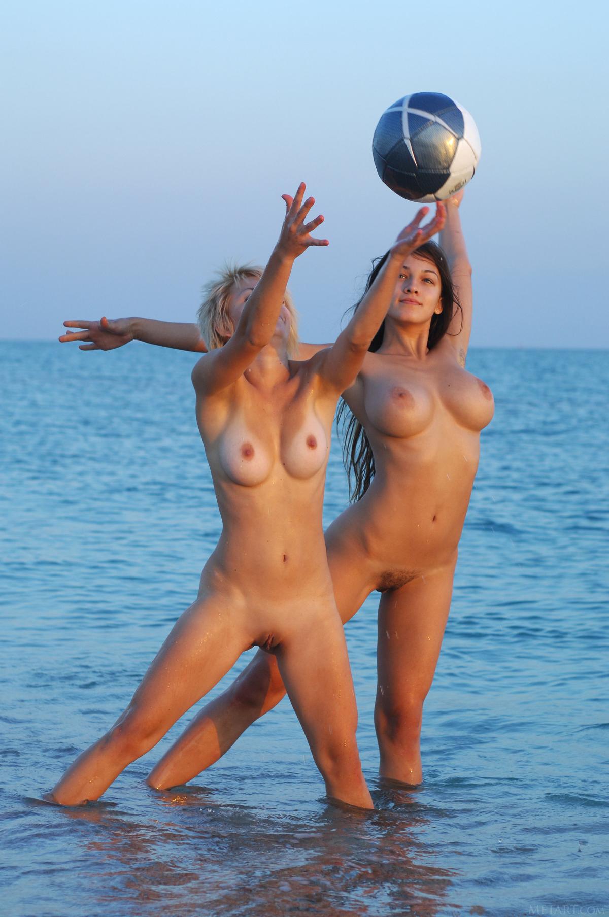 PHOTO   00 267 - Illana A and Sofi A Seaside Boobs