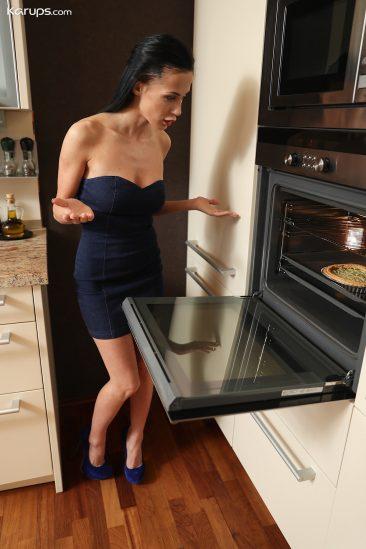 PHOTO | 02 38 366x549 - Nicole Love - Creampie in her Oven