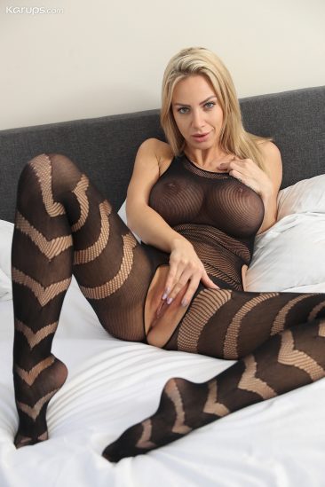 PHOTO   03 188 366x549 - Nathaly Cherie in Body Stocking