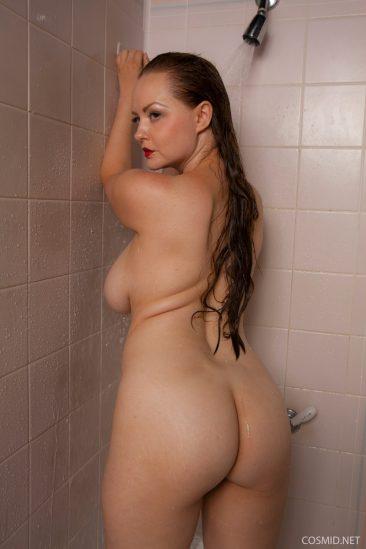 PHOTO | 12 224 366x549 - Natasha Dedov Shower