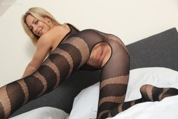 PHOTO   13 189 366x244 - Nathaly Cherie in Body Stocking