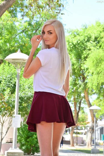 PHOTO | Joslyn 00 366x550 - Joslyn In Sexy Miniskirt