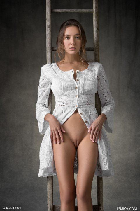 PHOTO   00 176 480x720 - Sensual Brunette Clover - Higher