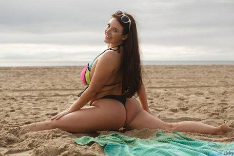 PHOTO | 00 62 480x320 - Angela White Naked Boobs
