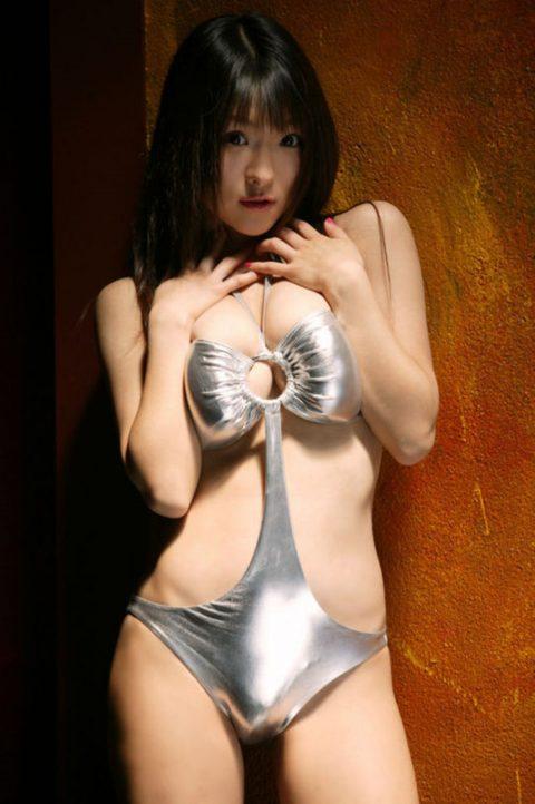 PHOTO | 00 89 480x722 - Big Boobed Asian Girl Shiny Bra