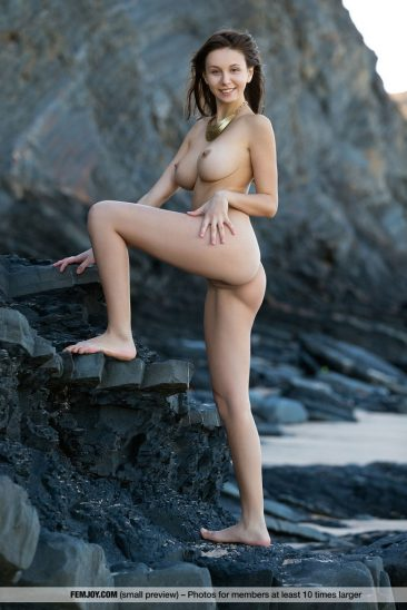 PHOTO | 03 12 366x548 - Alisa Perfect Breasts