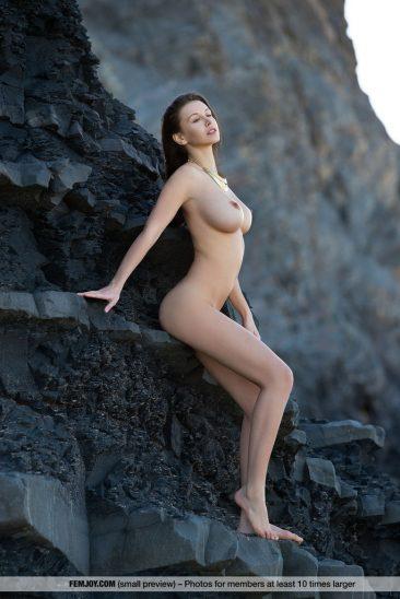 PHOTO | 08 12 366x548 - Alisa Perfect Breasts