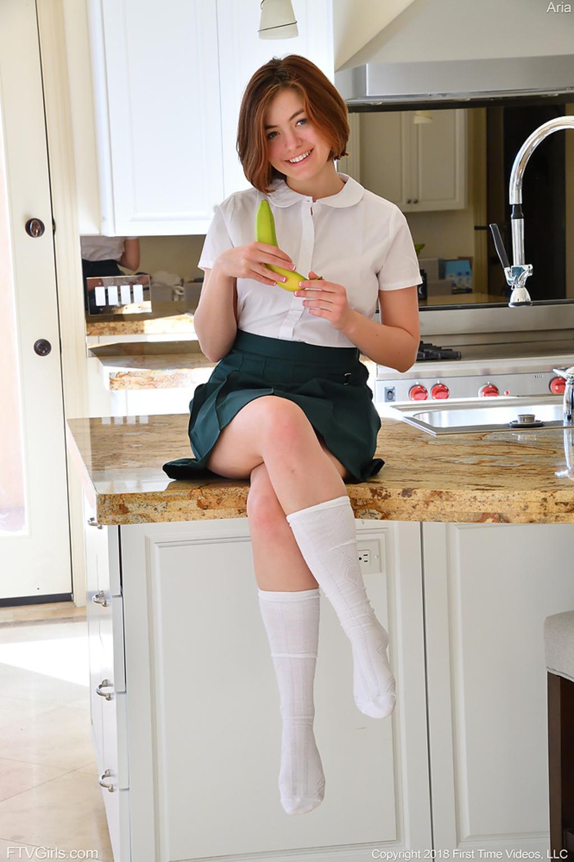 PHOTO | Aria 00 - Hot Schoolgirl Aria