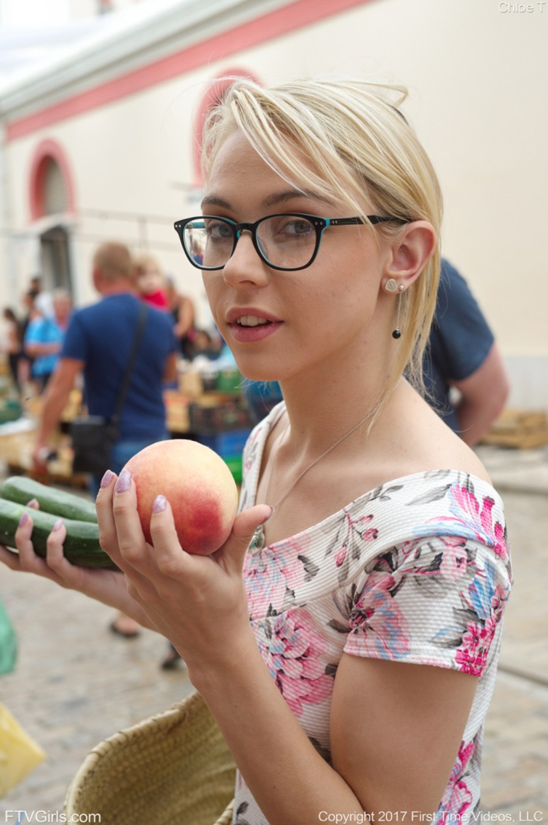 PHOTO | Chloe Zucchini Shopping 00 - Chloe - Zucchini Shopping