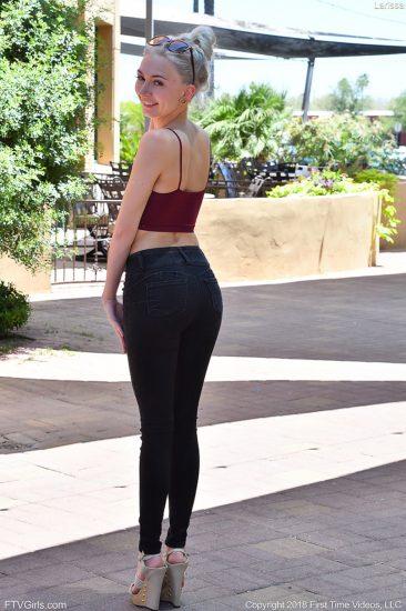PHOTO | Larissa 01 366x550 - Larissa In Long Sexy Legs