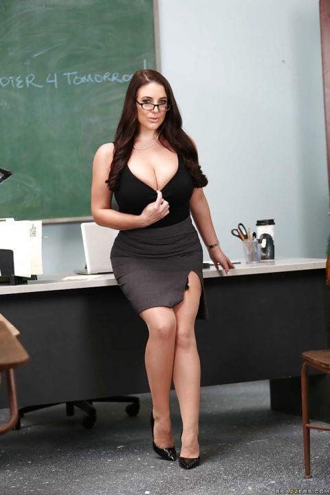 PHOTO | 00 107 480x719 - Angela White At Classroom