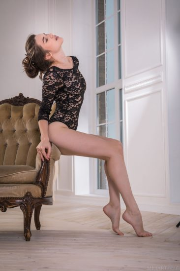 PHOTO   01 23 366x549 - In Lace