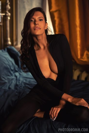 PHOTO | 01 34 366x549 - Busty Suzanna A in the Boudoir