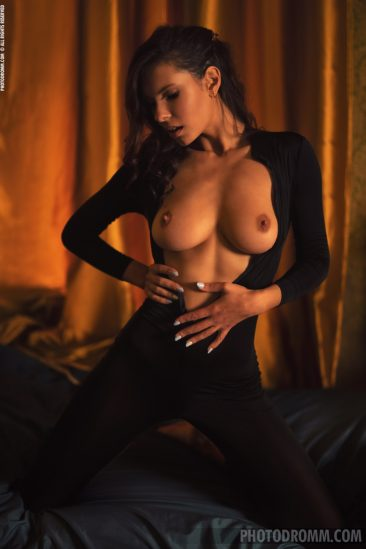 PHOTO | 02 34 366x549 - Busty Suzanna A in the Boudoir