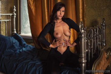 PHOTO | 03 34 366x244 - Busty Suzanna A in the Boudoir