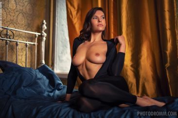 PHOTO | 04 34 366x244 - Busty Suzanna A in the Boudoir