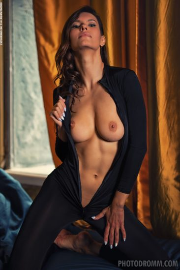 PHOTO | 05 34 366x549 - Busty Suzanna A in the Boudoir