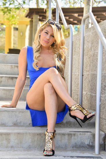 PHOTO | Blonde MILF Nikki 03 366x550 - Blonde MILF Nikki